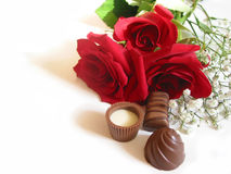 Rosen-Blumenstrauß mit Schokoladen Lizenzfreie Stockfotografie