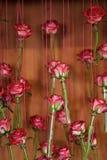 Rosen in den Glasrohrvasen, Blumendekor, Frühling Lizenzfreies Stockbild