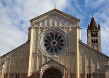 Rosen-Fenster der Basilika von San Zeno in Verona Italy Lizenzfreie Stockfotos