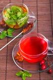 Rosen-Hüftetee und tadelloser Tee des Grüns Lizenzfreies Stockbild