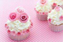 Rosen-kleine Kuchen lizenzfreie stockfotografie