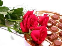 Rosen-Schokoladen-Valentinsgruß Lizenzfreie Stockfotografie