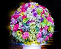 Rosen und Blumen vieler Farben Lizenzfreies Stockfoto