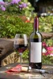 Rosen-Wein und Weinflasche Stockbilder