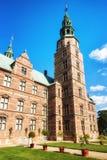 Rosenborg slott och konung`en s arbeta i trädgården Arkivfoto