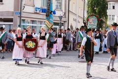 Rosenheim, Deutschland, 09/04/2016: Erntefestparade in Rosenheim lizenzfreies stockfoto