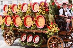 Rosenheim, Duitsland, 09/04/2016: De parade van het oogstfestival in Rosenheim Stock Foto's