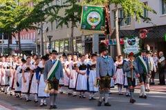 Rosenheim Tyskland, 09/04/2016: Tacksägelsefesten ståtar i Rosenheim Arkivfoto