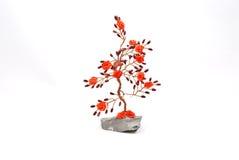 Rosenholz mit kleinen roten Rosen auf dem Zweig lizenzfreie stockbilder