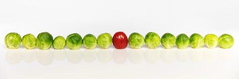 Rosenkohl und Tomate Stockfotos