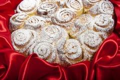 Rosenkuchen für Mutter- und Frauentag Lizenzfreies Stockfoto