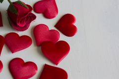Free Roses And Hearts On White Wooden Background Royalty Free Stock Image - 115900436