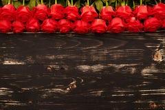 Roses au-dessus de fond en bois Images stock