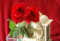 Roses avec l'horloge Images libres de droits