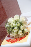 Roses blanches dans le mariage Photos stock