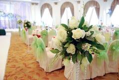 Roses blanches dans le mariage Photographie stock libre de droits