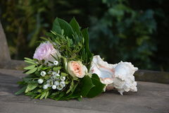 Roses - Bouquet lies with a mussel on wood Stock Photography