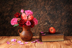 Roses in ceramic vase and books Royalty Free Stock Images