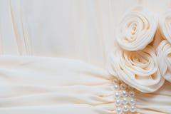 Roses crèmes de tissus Image stock
