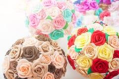 Roses de fleurs artificielles de mousse photos libres de droits