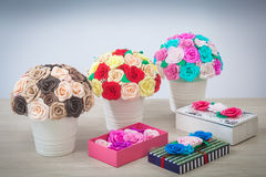 Roses de fleurs artificielles de mousse Images stock