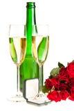Roses du jour de Valentine et vin de champagne d'isolement Image stock