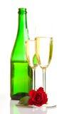 Roses du jour de Valentine et vin de champagne d'isolement Photographie stock