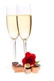 Roses du jour de Valentine et vin de champagne d'isolement Photo libre de droits
