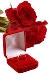 Roses et boucle de mariage Photographie stock