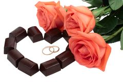 Roses et chocolat Image stock
