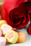 Roses et coeurs de sucrerie Photo libre de droits