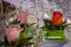 Roses et verres Photo libre de droits