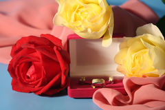 Roses and gold jewelry Royalty Free Stock Photography