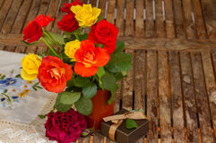 Roses posy on wooden table Stock Photography