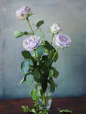 Roses roses dans un vase en verre Image libre de droits
