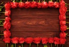 Roses rouges avec le copyspace en bois vide Photographie stock libre de droits