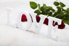 Roses rouges et le mot Photographie stock libre de droits