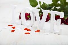 Roses rouges et le mot Photographie stock