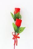 Roses rouges sur un fond blanc Photo stock