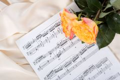 Roses on sheet music Royalty Free Stock Photos
