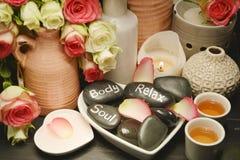 Roses spa met kaarslicht Stock Fotografie