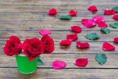 Roses sur un fond en bois Photo stock