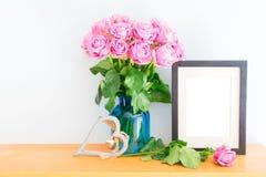 Roses violettes avec le cadre de photo Images libres de droits