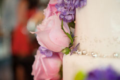 Roses on wedding cake Royalty Free Stock Photography
