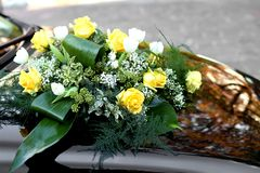 Rosese and yellow flowers to decorate the bonnet of the car Royalty Free Stock Image
