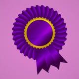 Rosetón violeta de la cinta de la concesión en fondo rosado stock de ilustración