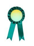 Rosetta di conquista del nastro del premio verde isolata su fondo bianco Immagini Stock Libere da Diritti