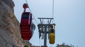 Rosh Hanikra, Israel Gul bergbanabil Arkivfoto