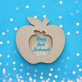 Rosh hashanah & x28; żydowski nowego roku holiday& x29; pojęcie Tradycyjny symbol, dekoracyjny drewniany jabłko obraz stock