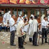 Rosh Hashanah, Żydowski nowy rok 5778 Mszalna modlitwa pielgrzymi Hasidim na ulicie miasto Uman zdjęcia royalty free